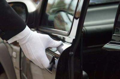 Mind Your Manners: Limousine Etiquette Tips